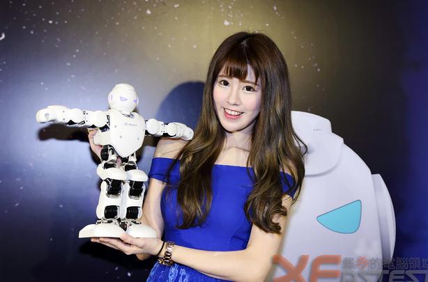 UBTECH积木机器人 让老外看傻眼的智能机器人