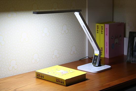 品川LED灯CV-500,家用办公学生台灯 特价66元