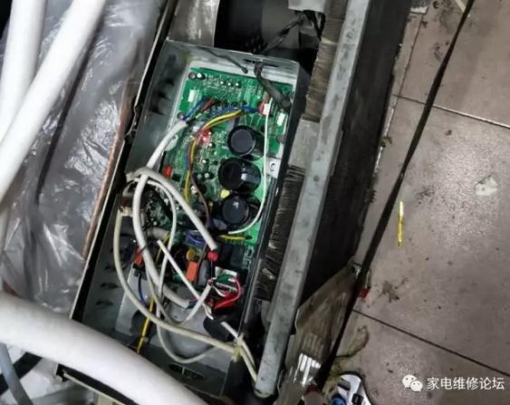 美的变频空调外机自动开关机故障维修(KFR-32GW)
