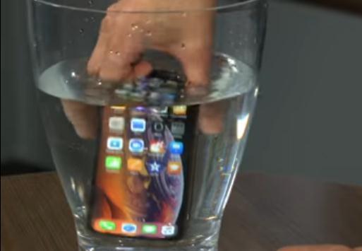 苹果iPhone XS和Max掉入咖啡和可乐将有何后果
