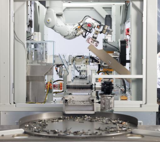 苹果二代拆解机器人每小时回收200部iPhone手机