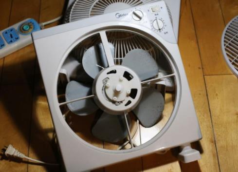 美的电风扇怎么拆洗