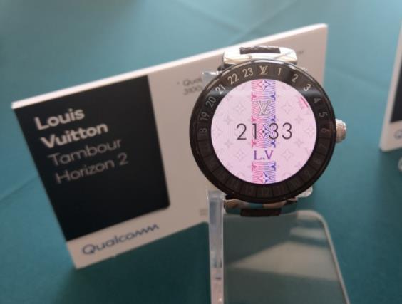 智能手表将朝双镜头无线充电方向发展