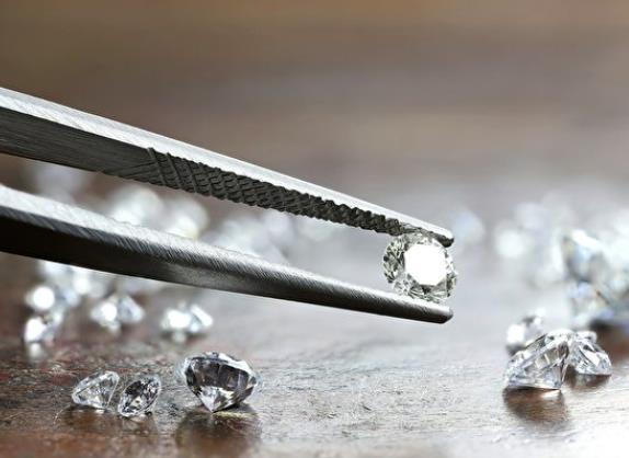 新研究发现纳米层级钻石可弯曲偏折