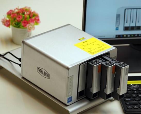 NAS存储设备中有装固态硬盘的吗