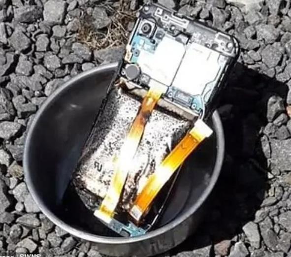 三星手机又爆炸了?拆背盖检查电池瞬间闪燃起火